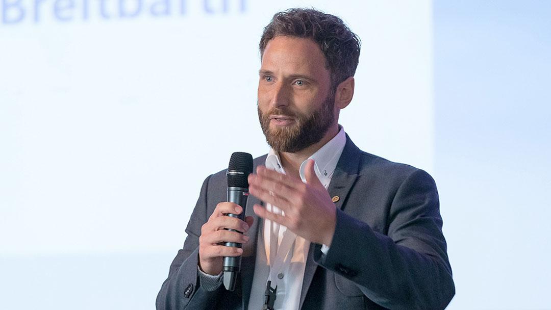CSR-Kommunikation im internationalen Vergleich Interview mit Dr. Tim Breitbarth